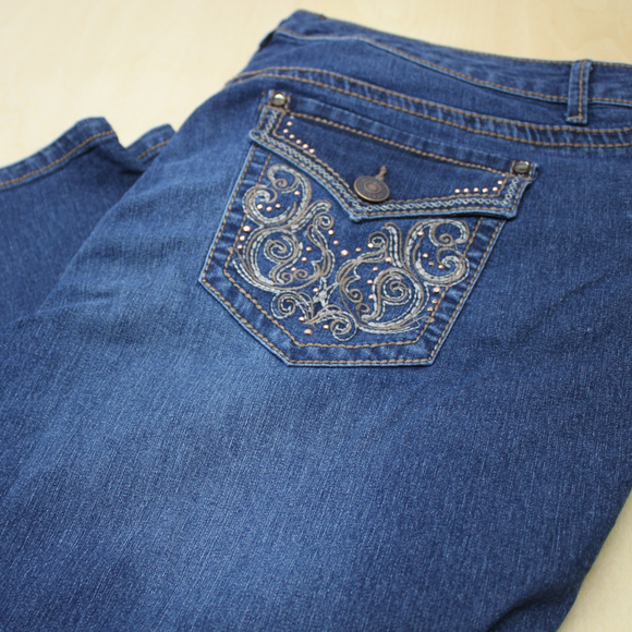 Hannah Woman's 16 Blue Jeans with Embelish Pockets